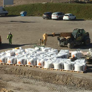 Die Big-Bags können schnell und einfach vom Lagerort zur Verarbeitung transportiert werden