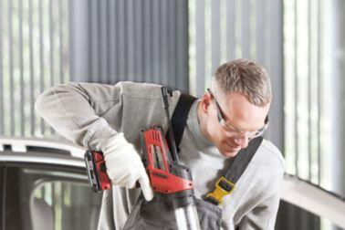 Application of glue on car windshield