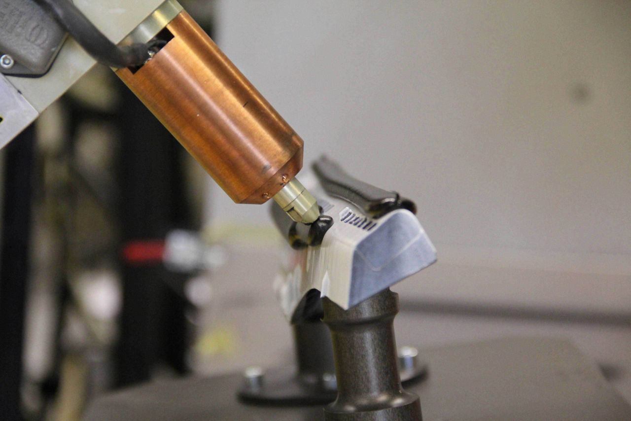Adhesive application on SikaStructure to form High Strength Bonding (SikaReinforcer® HSB)