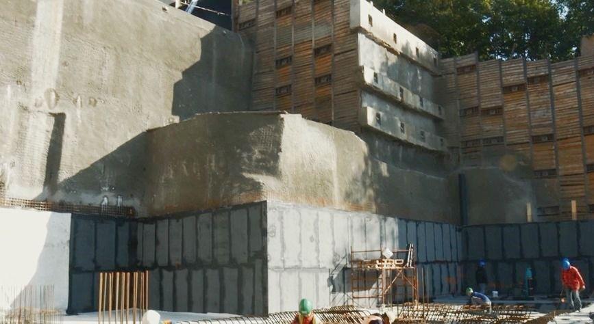 Konstrukce spodní stavby, izolování vodorovných a svislých ploch po etapách.