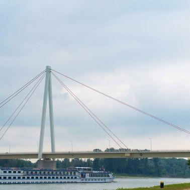Andreas-Maurer-Brücke Hainburg mit einer Spannweite von 228 m