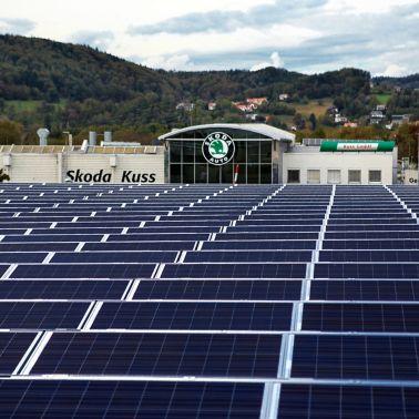 Autohaus Kuss Graz Blick über die Solaranlage