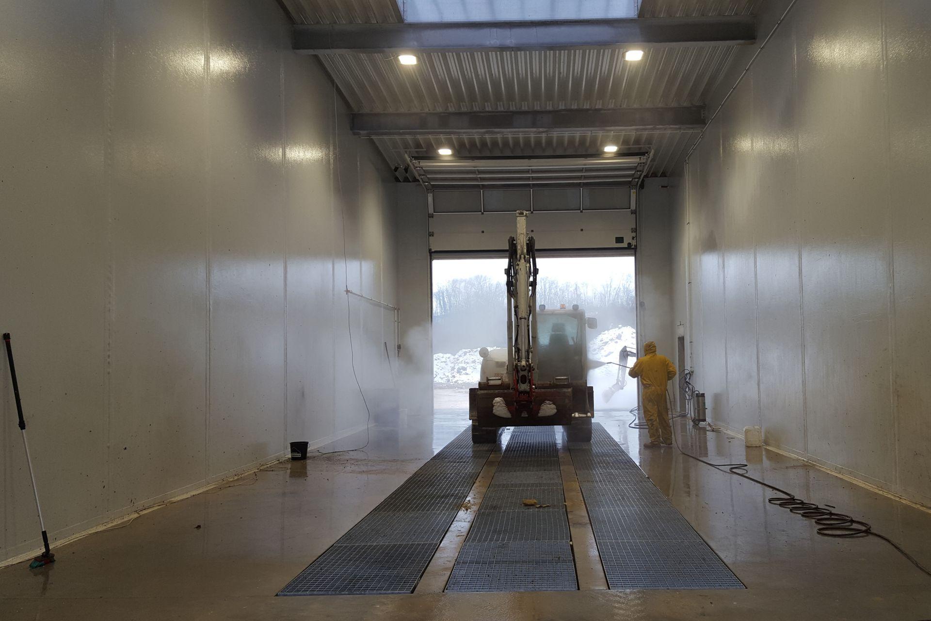 Blick in die Fahrzeugwaschhalle Sierning