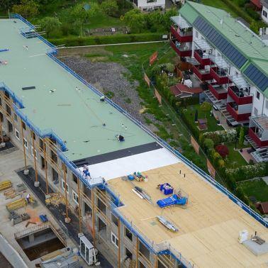 Sika® RCS Glasvlies und Sarnafil® TS 77-18 sind für frei bewitterte Dächer bestens geeignet