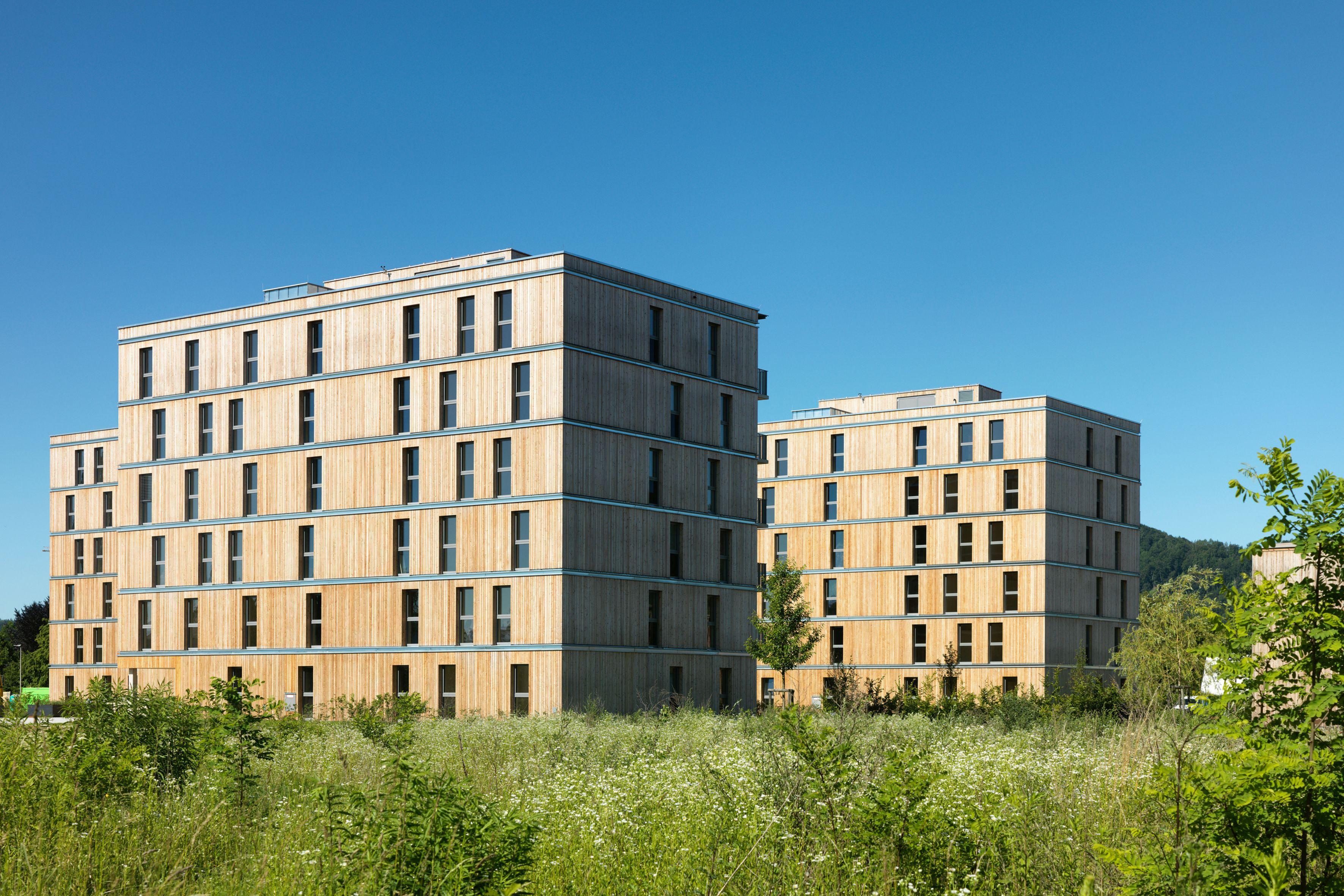 Hervorzuheben ist der hohe Anteil an Grünflächen rund um die Bauwerke