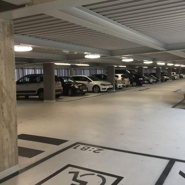 Durch helle Farben erscheint die Garage groß und freundlich