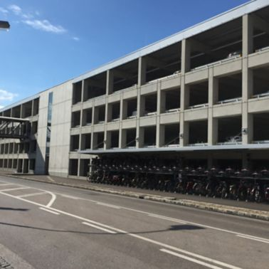 Der doppelstöckige Radständer bietet Platz für 160 Fahrräder