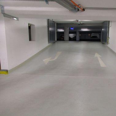 Helle Rampen verbinden die Parkebenen
