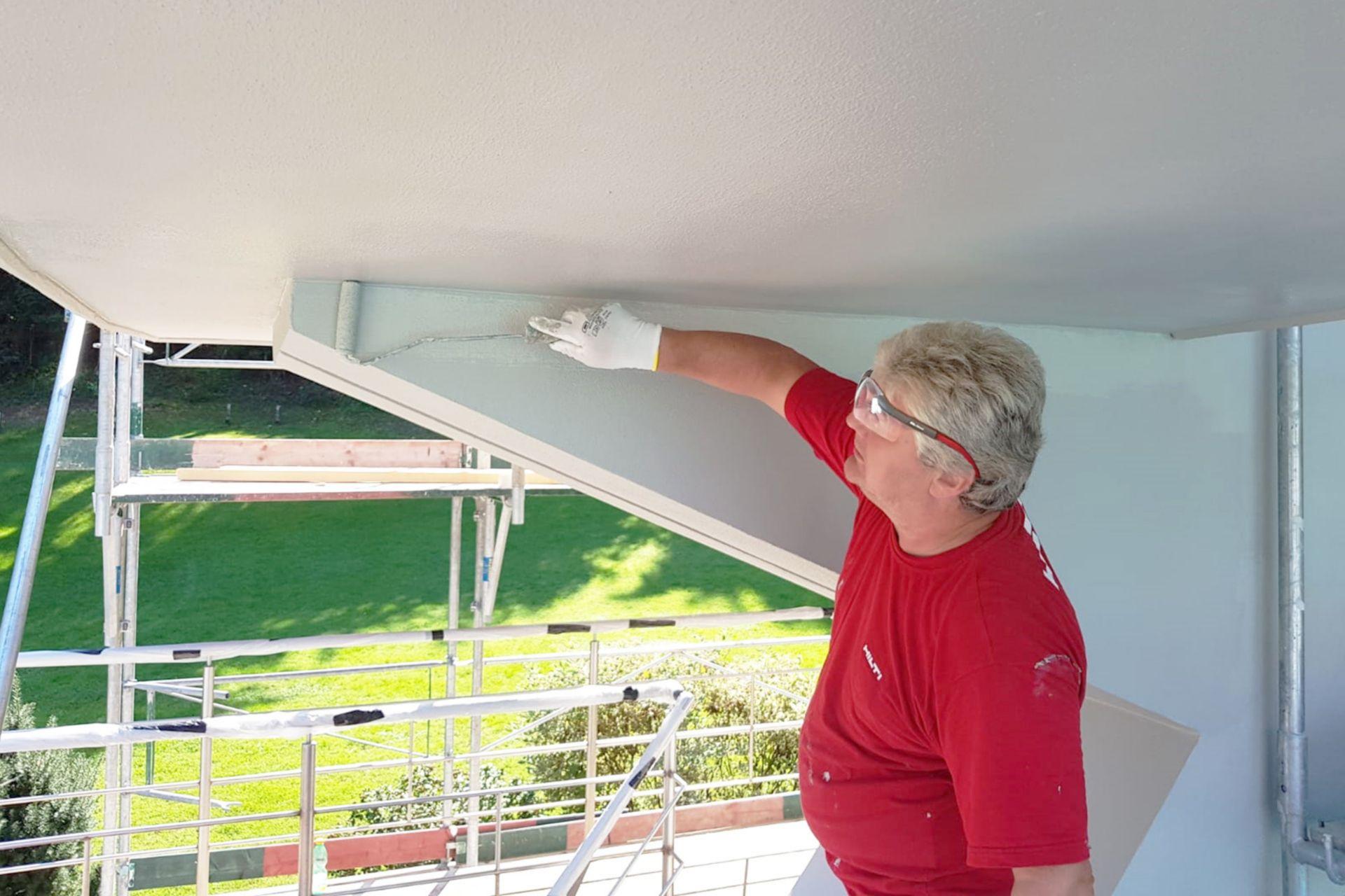 Sikagard®-550 W Elastic dient als rissüberbrückende Schutzschicht und zur Verschönerung von Betonbauteilen