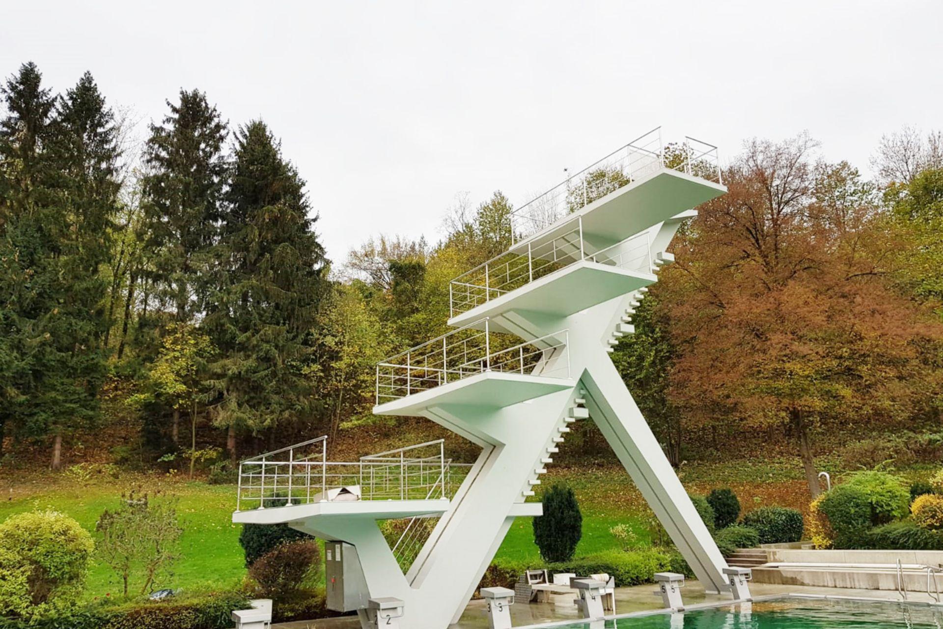 Sanierung des 10 m hohen Sprungturms im Freibad Steyr