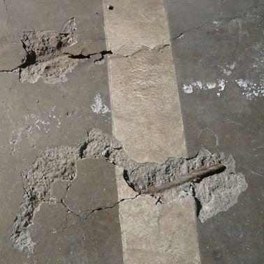 Betonaufbrüche und korrodierte Armierungseisen mussten instandgesetzt werden