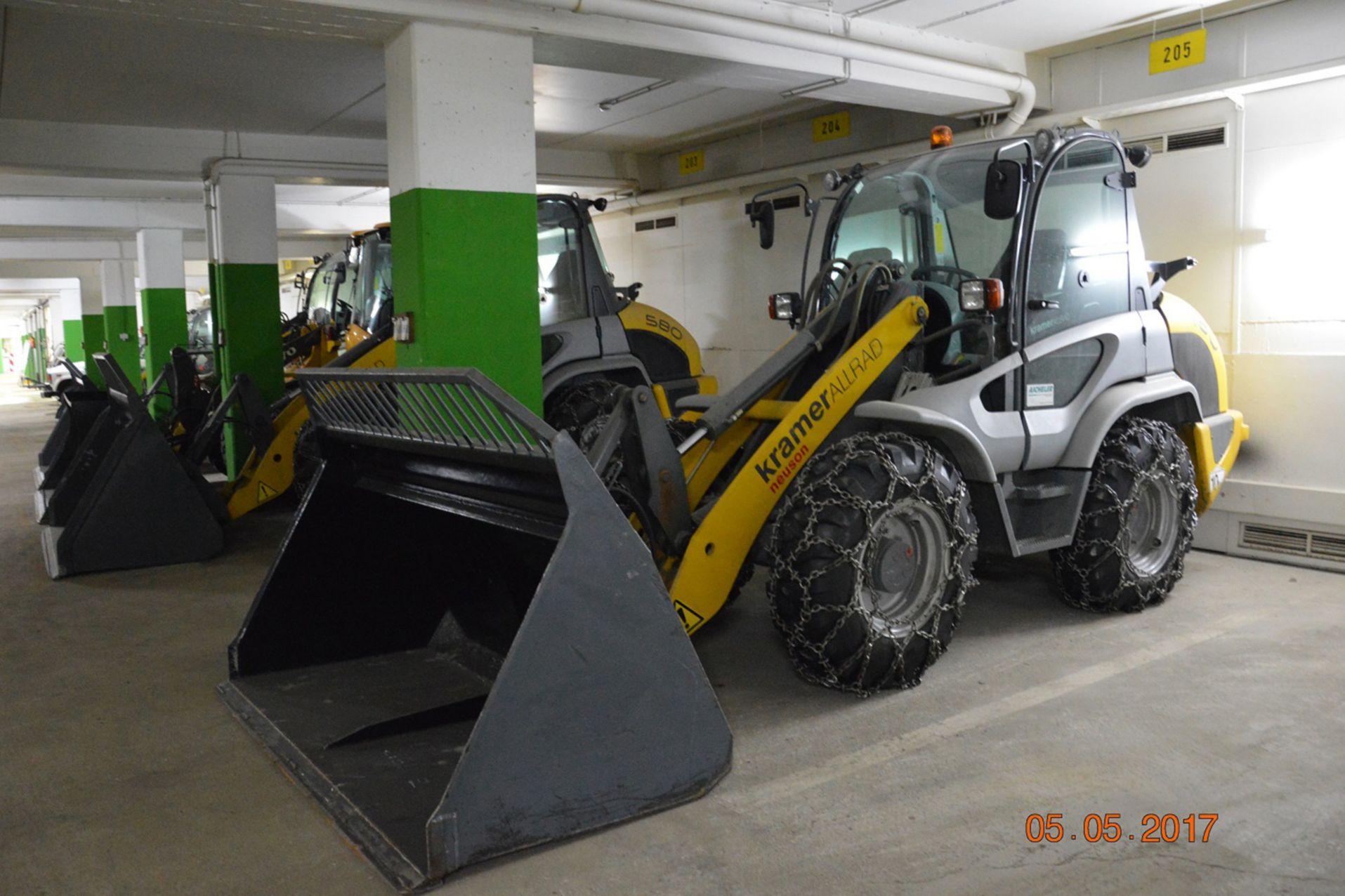 Starke Beanspruchung des Bodens durch einfahrende Schneeräumfahrzeuge