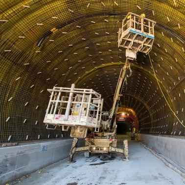 Abdichtung und Bewehrung vor dem Betonieren der Tunnel-Innenschale