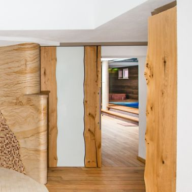 Der Übergang vom Holzboden zu Fliesen stellt kein Hindernis dar