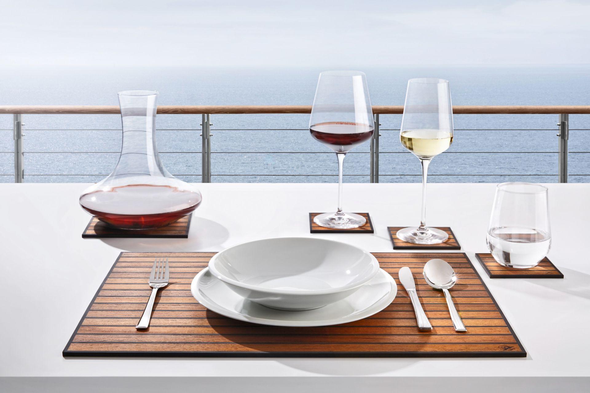 Das Luxus-Platzset und die Getränkeuntersetzer im edlen Design