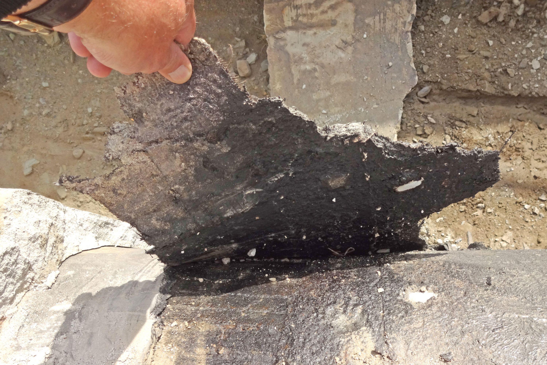 Die PBD lässt sich von Hand vom Untergrund entfernen.