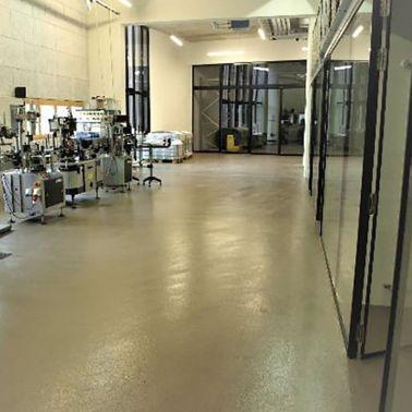 Bodenbelagssysteme und Wandbeläge in Weinkellerei