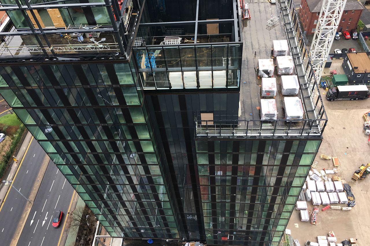 crown street - stavba - strukturální zasklívání