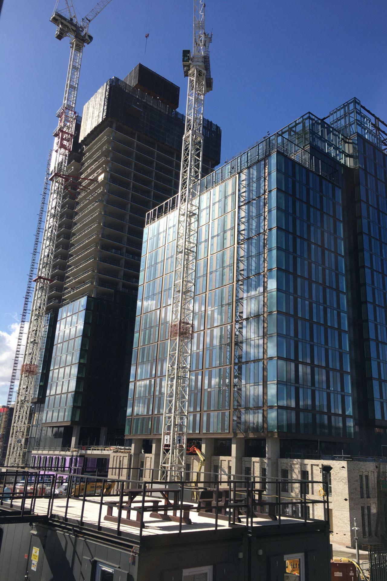 crown street - stavba - strukturální fasády