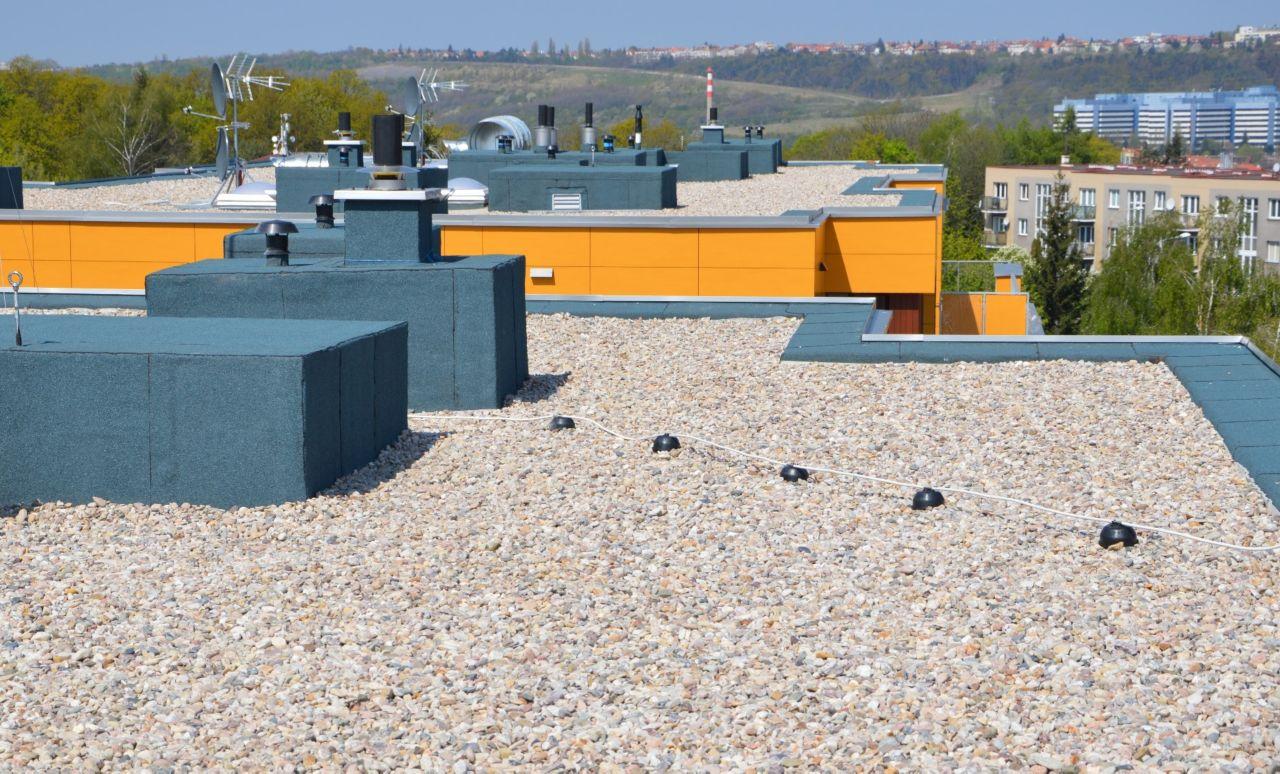 Pohled na dokončené střechy Obytného souboru Naskové