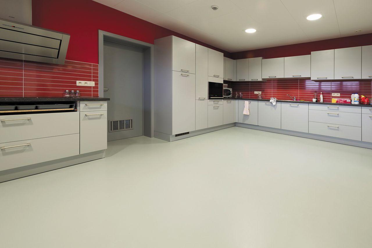 polyuretanová podlaha ve společné kuchyni