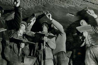 Bauarbeiter im Tunnel