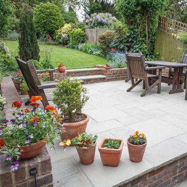 Aménagement paysager dur, nouveau patio et jardin de luxe, Royaume-Uni