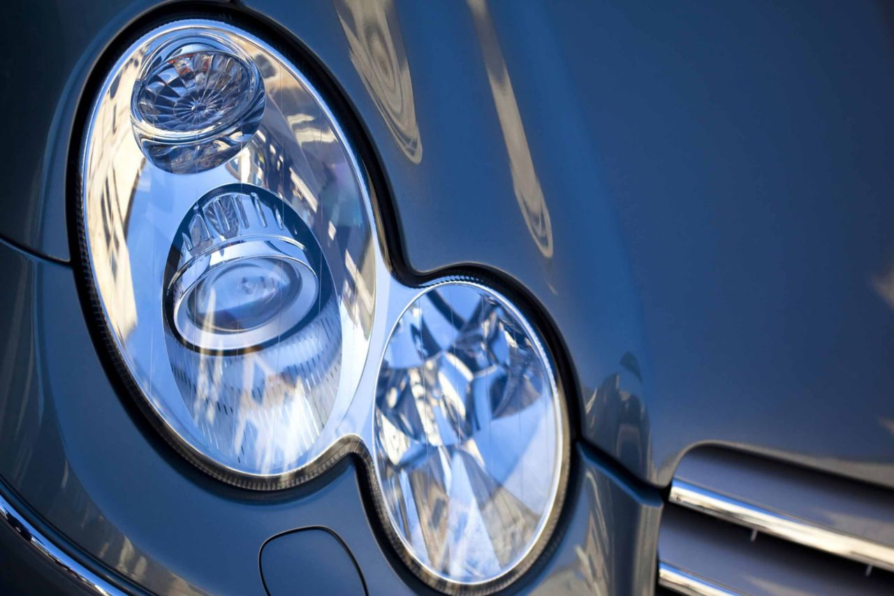 Headlight of a vehicle that can be prototyped or produced using RIM (Reaction Injection Molding) or casting