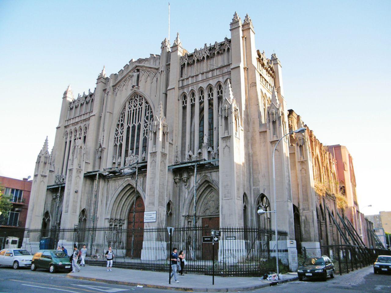 """The historical basilica """"La Basilica del Salvador"""" in Santiago de Chile"""