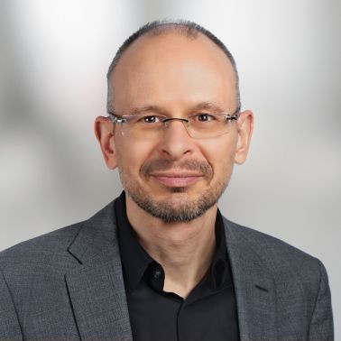 Dominik Slappnig,企业沟通与投资者关系主管