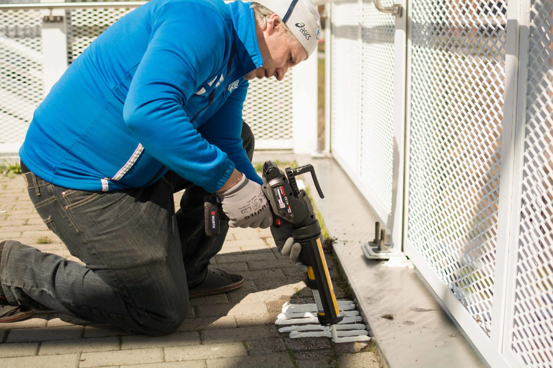 Placing and fixing the scooter sharing station of Samocat Motorcycle Rental Service in Vuosaari district of Helsinki