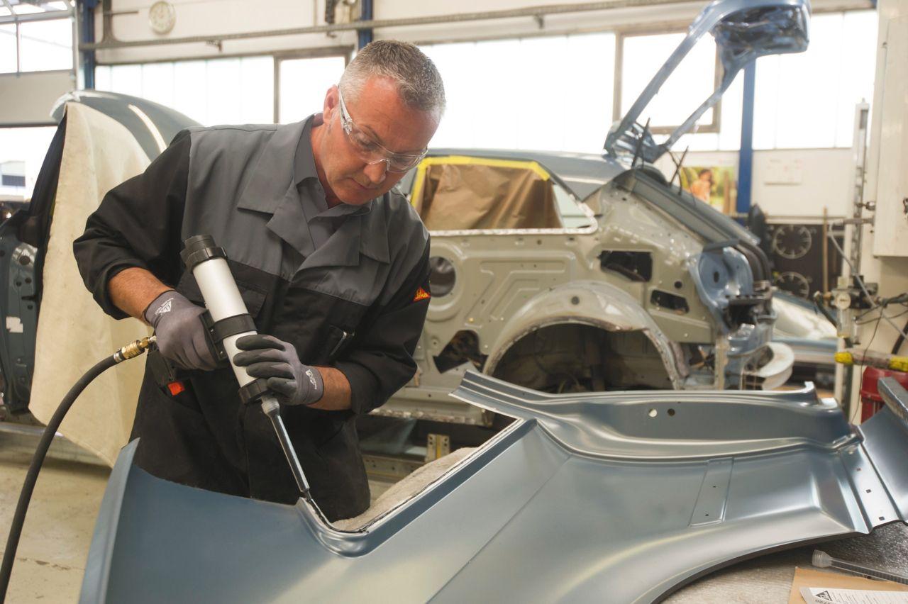 PUR hybridní lepidla pro opravy aut a karavanů