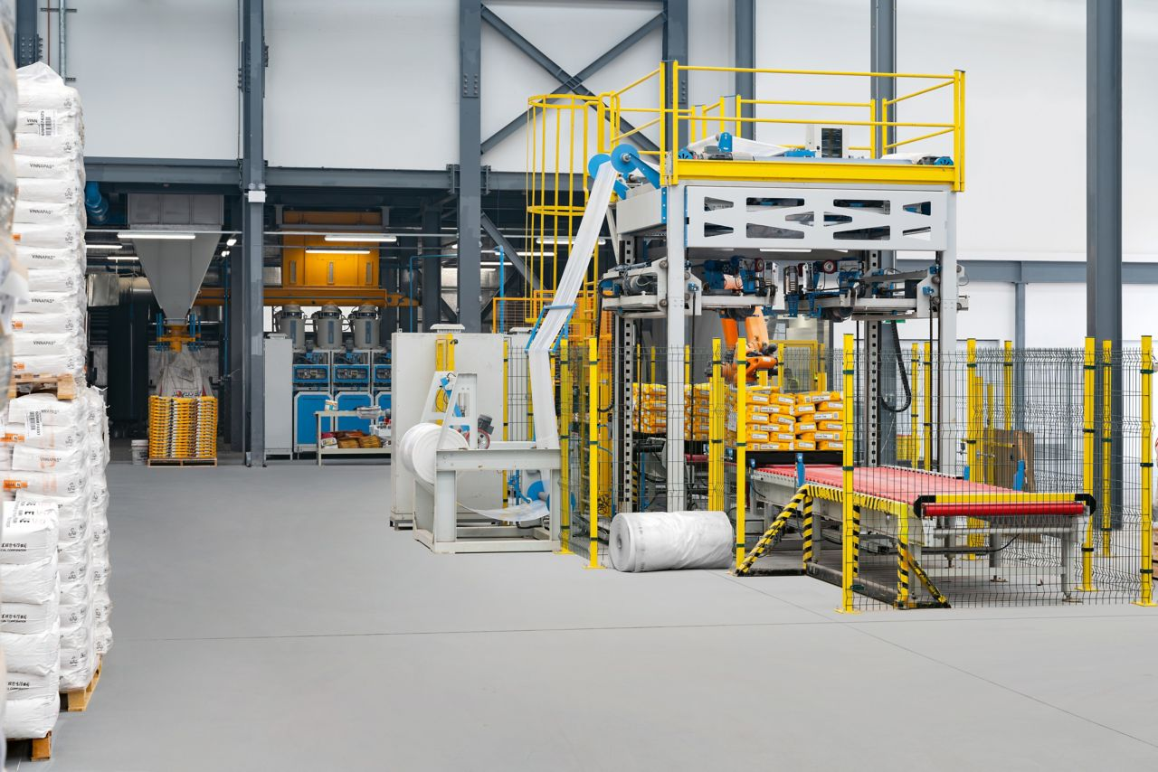 The new Sika mortar factory in Sydney, Australia: the modern facility operates at a high level of efficiency. At the same time environmental emissions were substantially reduced.