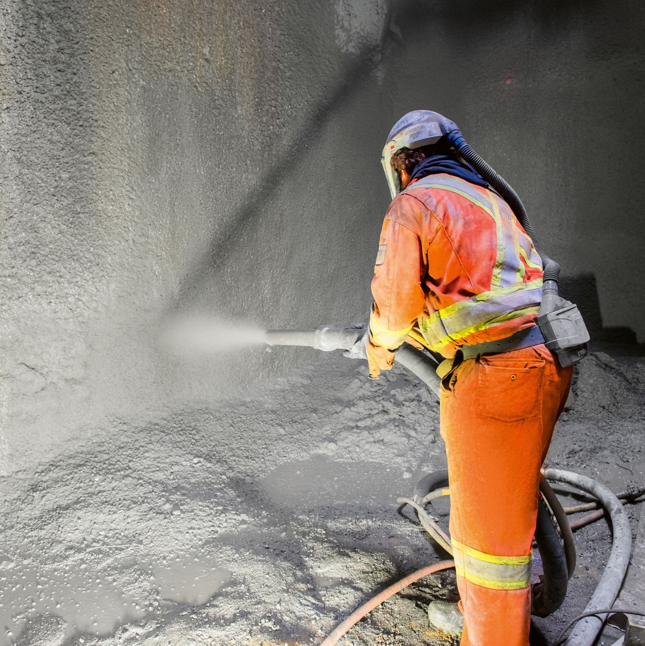 In the center of Montreal, the new light rail network is mainly built underground. Directly following excavation, the tunnel walls are secured with Sika's shotcrete.