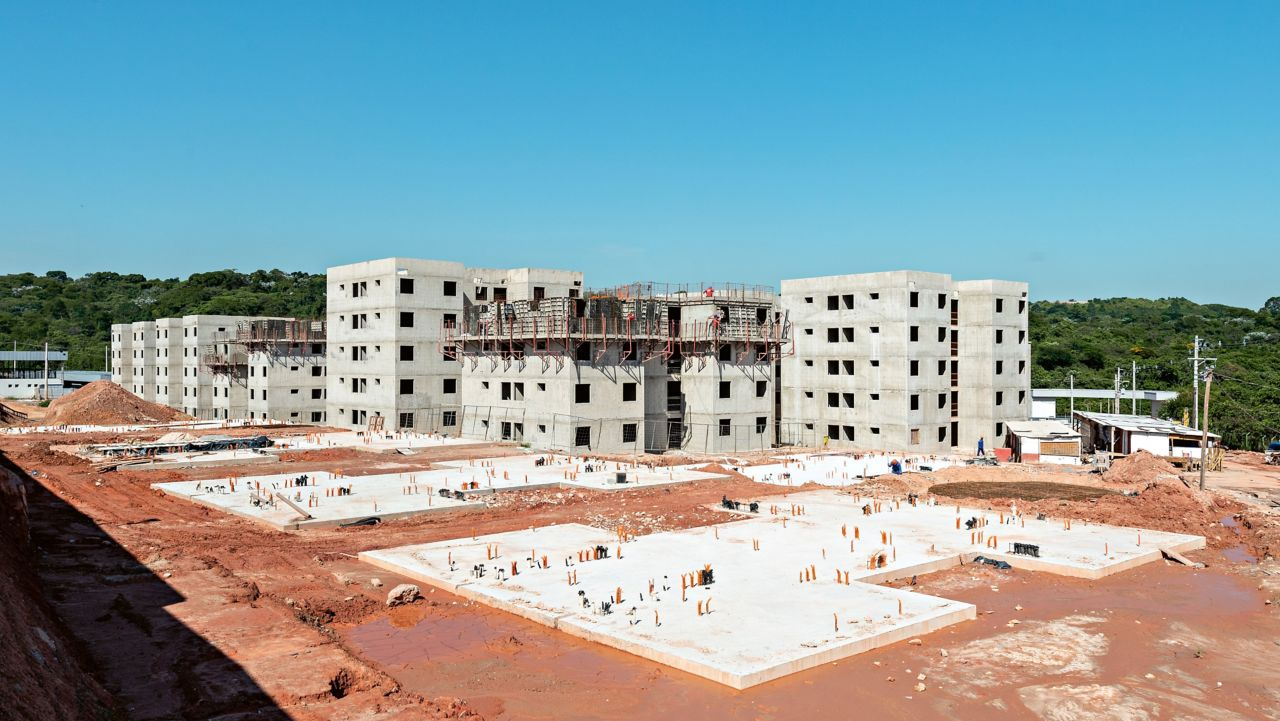The average Direcional Engenharia construction project encompasses more than 1,000 residential units. The construction period for a residential block works out at 45 days, including interior finishing.
