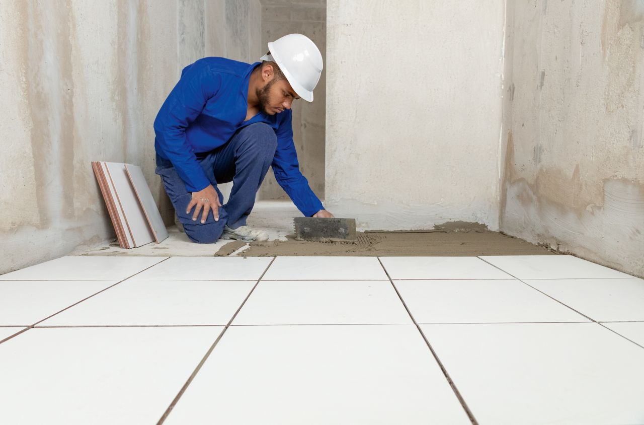 The craftsmen are trained by Sika in advance to apply its specialty and adhesive mortar safely and efficiently. Together with the high quality of the products, this approach helps to ensure the durability of the apartments.