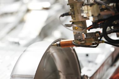 Assembly of an elevator on a production line