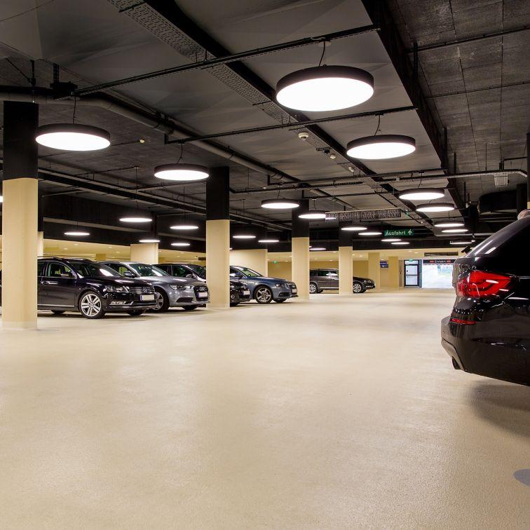 在Sikafloor涂料系统进行室内停车场汽车