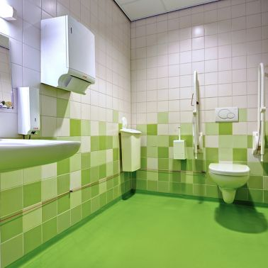 Decorative Comfortfloor green floor in hospital bathroom