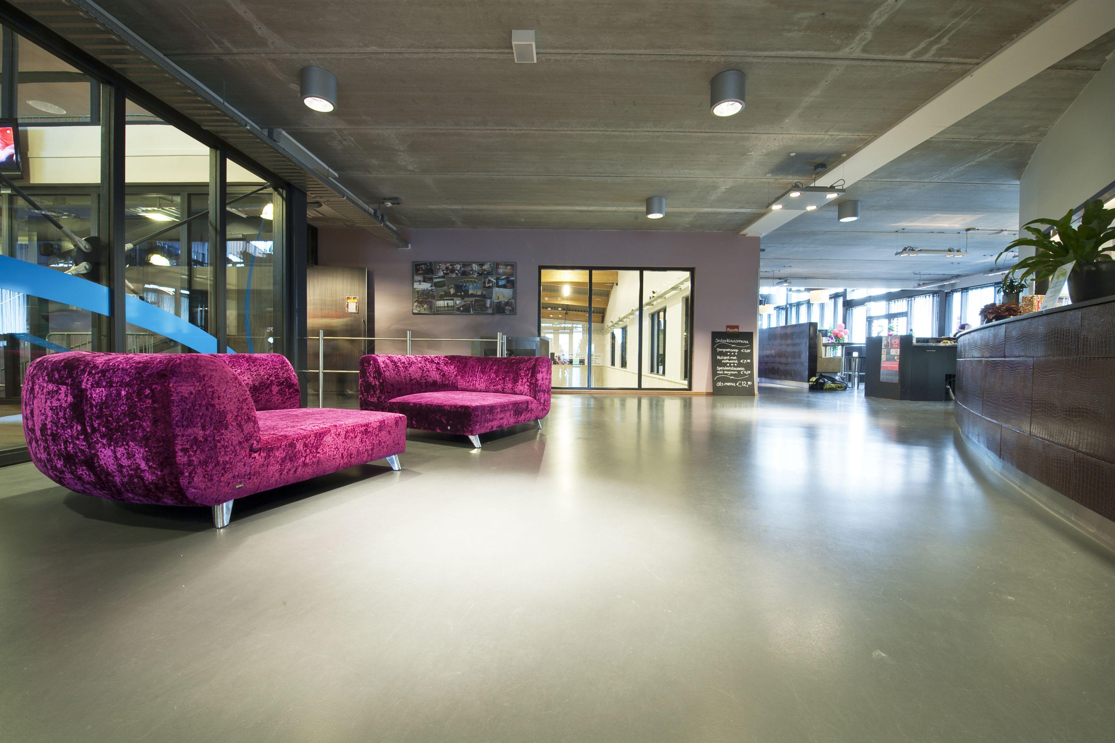 Grey Comfortfloor in Corridor