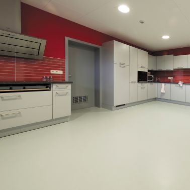 Sika ComfortFloor® grey floor in modern kitchen with red walls