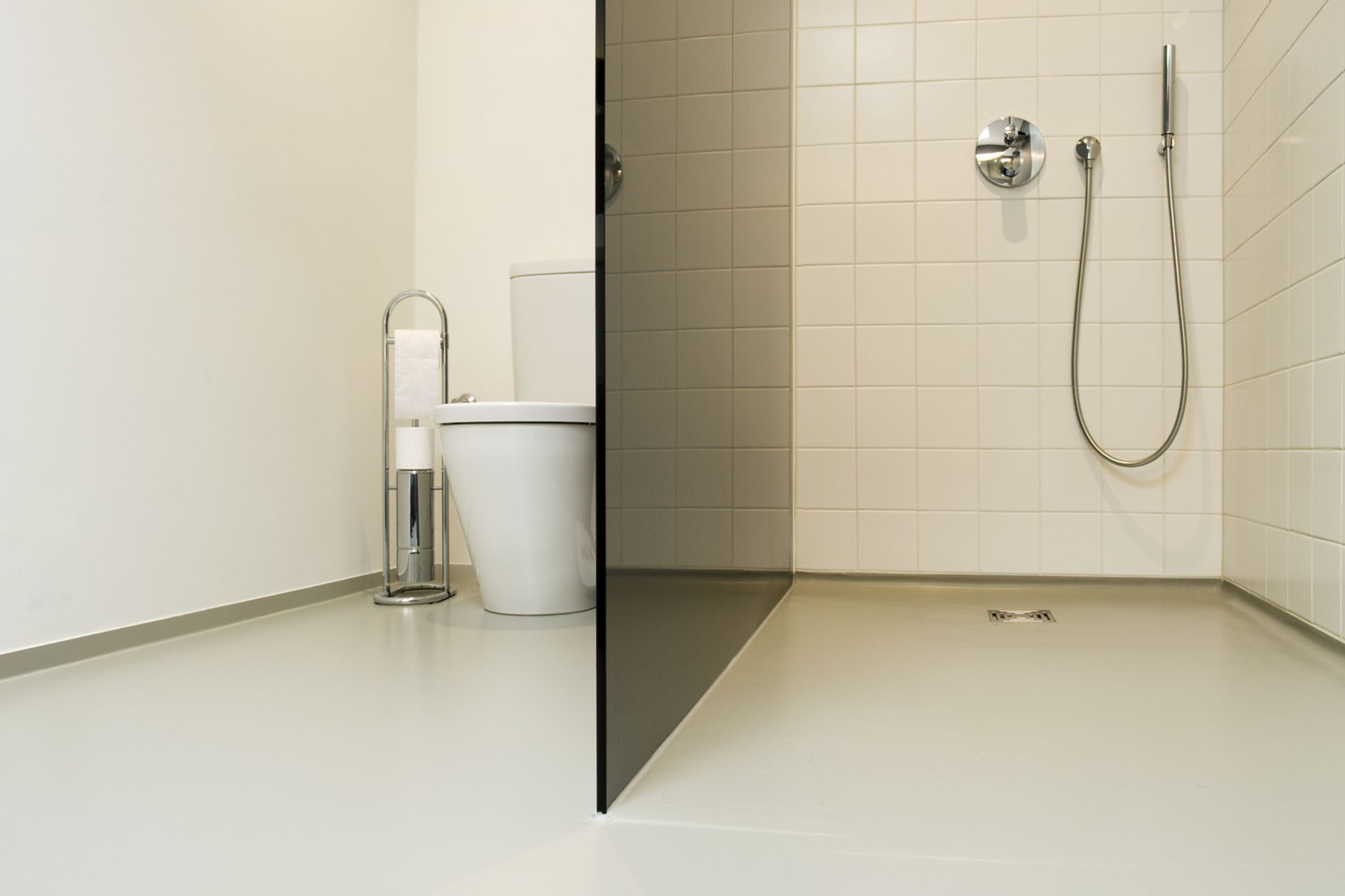 Sika ComfortFloor® grey floor in modern bathroom shower toilet