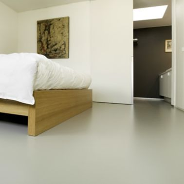 Sika ComfortFloor® grey floor in hotel bedroom
