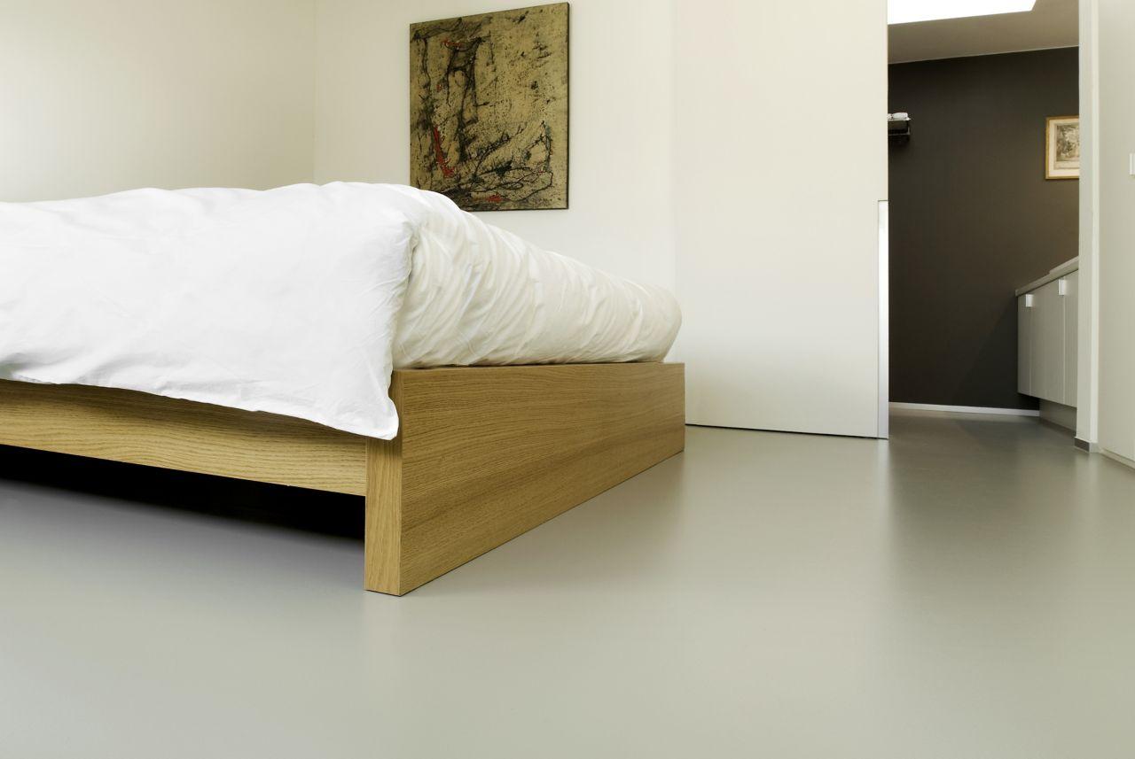 Sika ComfortFloor® grey floor in hotel bedroom
