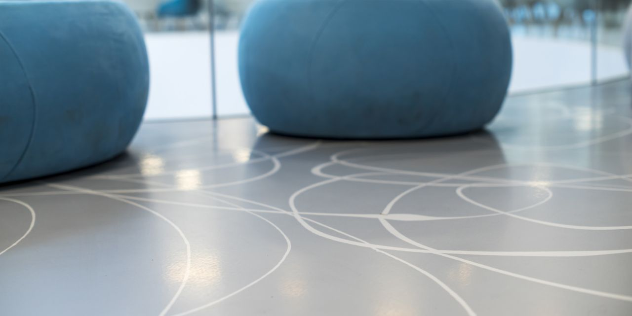 Sika ComfortFloor® grey floor with white line design pattern at Medicus Medical Center in Wroclaw, Poland