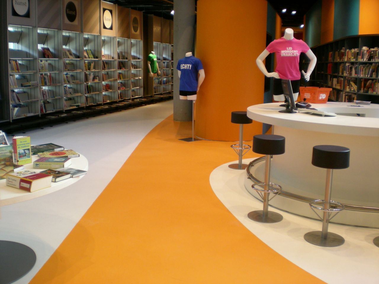 Sika ComfortFloor® orange and white floor in retail shop in Lelystad, Netherlands