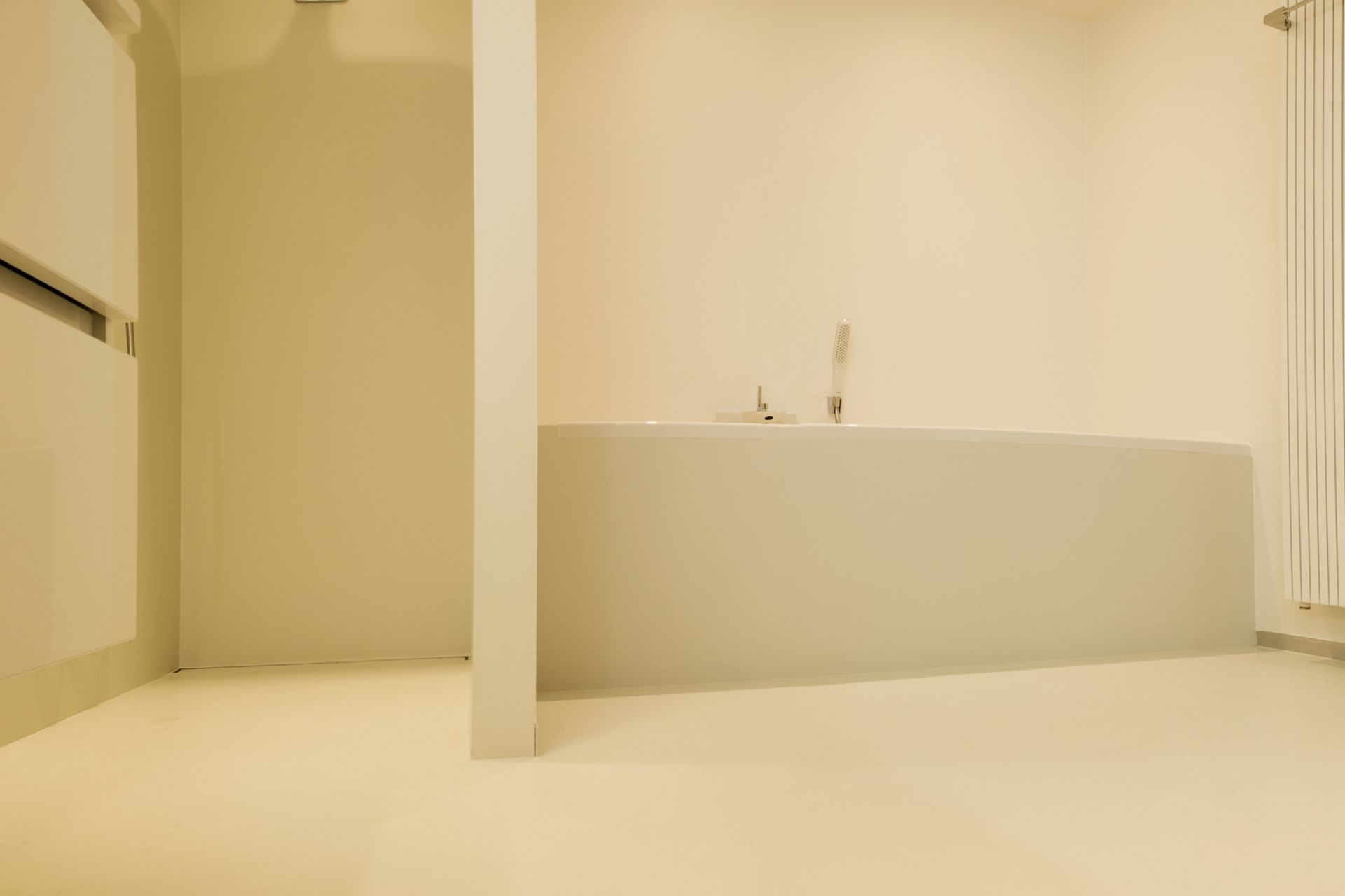Sika ComfortFloor® beige floor in modern bathroom shower bathtub