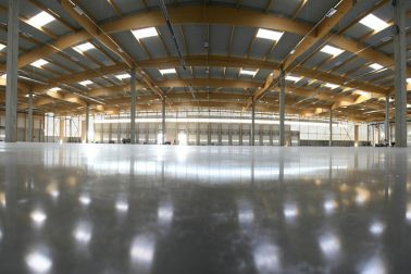 Ultra flat concrete floor in warehouse