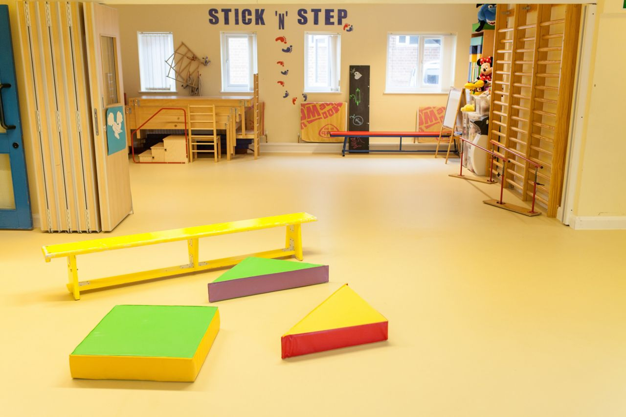 luokkahuoneessa sikafloor-lattia