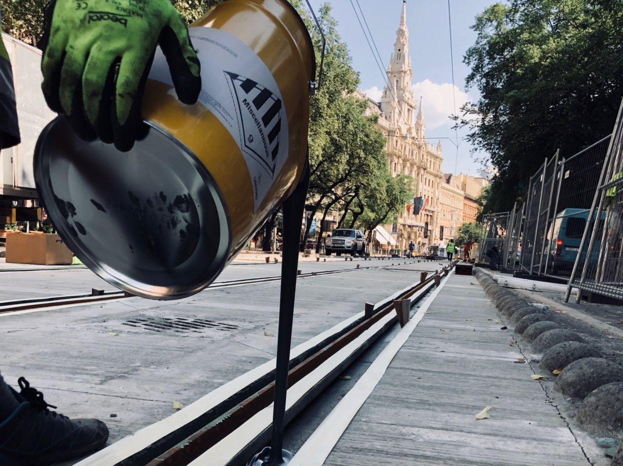 Fixing tram rail wiht epoxy grouting